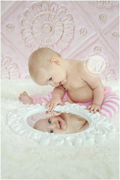 Bildideen - Baby - First Year Picture Ideas - Toddler Photography, Newborn Photography, Photography Poses, Mirror Photography, Photography Music, Photography Magazine, Newborn Pictures, Baby Pictures, Music Pictures