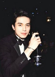 Lee Dong Wook's real dandy