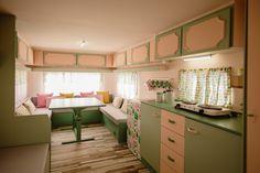 Caravanas Vintage en alquiler en el camping situado en primera línea de mar, en la Costa Dorada.  Se permiten mascotas. Corner Desk, Kitchen Cabinets, Camping, Pets, Furniture, Vintage, Instagram, Home Decor, Camper Van
