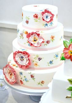 This pansy wedding cake is so pretty