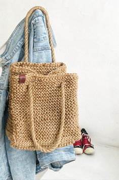 Crotchet Bags, Knitted Bags, Jute Tote Bags, My Bags, Purses And Bags, Beach Backpack, Wicker Purse, Market Bag, Crochet Motif