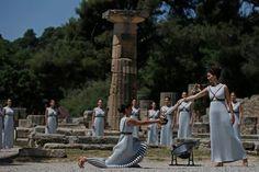 Chama Olímpica é acesa na Grécia e chega a Minas Gerais em 7 de maio   Cerimônia realizada em Olímpia, na Grécia (Foto: Rio 2016/André Luiz Mello)