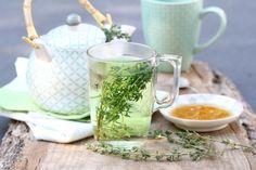 DIY thyme tea for colds - Zelfgemaakte tijmthee tegen verkoudheid Fast Healthy Meals, Healthy Drinks, Healthy Food, Thyme Tea, Tea For Colds, Fruit Infused Water, Brewing Tea, How To Make Tea, Health