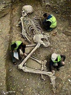(VIDEO) Gigantic Human Skeletons Found In The Nepal Mountains After Masive Earthquake