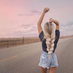 Uploaded by Find images and videos on We Heart It - the app to get lost in what you love. Ponytail Hairstyles, Pretty Hairstyles, Girl Hairstyles, Amazing Hairstyles, Hair Inspo, Hair Inspiration, Ponytail Hair Extensions, Blonde Ponytail, Blonde Hair