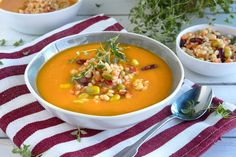 Se oppskriften her. Cheeseburger Chowder, Protein, Curry, Food And Drink, Ethnic Recipes, Curries