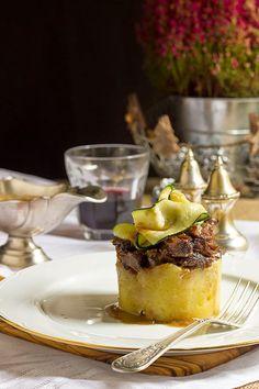 Yerbabuena en la cocina: Coulant de rabo de toro Gourmet Appetizers, Savory Snacks, Gourmet Food Plating, Sashimi, Dessert Chef, Tapas Menu, Spanish Dishes, Party Finger Foods, Xmas Food