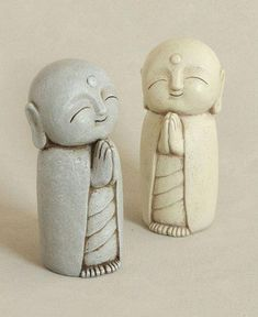 Antique inspired garden statue depicts beloved bodhisattva, Jizo, one of the most popular Buddhist figures. Multiple colors available. Diy Clay, Clay Crafts, Sculpture Art, Sculptures, Little Buddha, Clay Wall Art, Clay Art Projects, Garden Statues, Mural Art