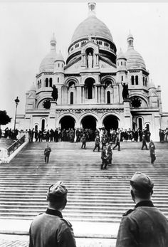 War and Conflict, World War II, pic: German troops in Paris, after the defeat of France, as a large group visit Sacre Coeur (Photo by Popperfoto/Getty Images) World History, World War Ii, German Soldiers Ww2, Germany Ww2, Best Vacation Destinations, History Magazine, Hero World, Old Paris, American Civil War