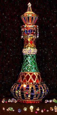 Genie Bottle, handmade by Lynn - mirror glass, beads, crystals, brass. Mosaic Art, Mosaic Glass, Glass Art, Mirror Glass, Perfumes Vintage, Vintage Perfume Bottles, Bottle Art, Bottle Crafts, Potion Bottle