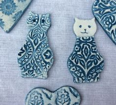 Anjie's clay cat brooches. Air dry clay, Das, pottery, ceramics, blue and white.