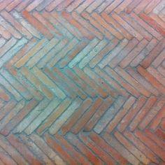 Cegiełki na podłogę i ścianę z Hiszpanii 4x24 cm