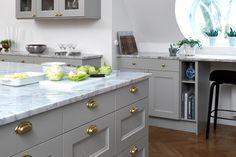 Ab Länghemskök Kitchen Island, Vanity, Kitchen Ideas, Design, Grey, Home Decor, Wall Design, House, Island Kitchen