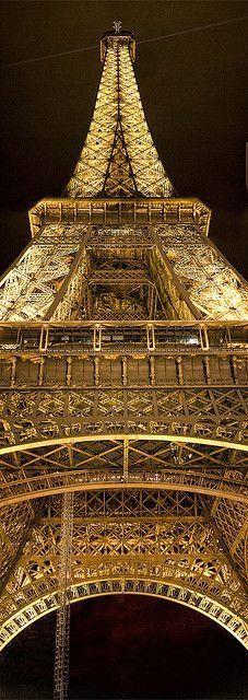 Magnifique symbole de Paris: la célèbre tour Eiffel