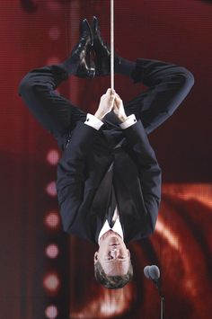 23 Times Neil Patrick Harris Did Something Legendary in And that time he hung like Spiderman. Neil Patrick Harris, David Burtka, David Boreanaz, How Met Your Mother, Great Ab Workouts, Netflix, Animal Jokes, A Series Of Unfortunate Events, Himym