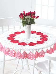 Free Pattern - Dress your home up at Valentines and surprise your sweetie with this #crochet Heart Tablecloth. #ValentinesDay