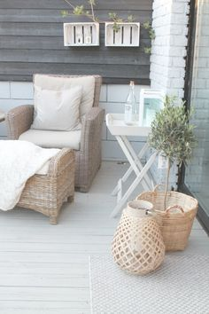 Balcony design that makes you dream-Balkongestaltung, die Sie zum Träumen bringt A cozy seating area in the winter garden is a great idea! Patio Furniture Sets, Rattan Furniture, Garden Furniture, Luxury Furniture, Outdoor Sofa, Outdoor Spaces, Outdoor Living, Outdoor Decor, Corner Seating