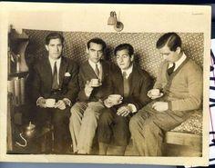 José Bello, Federico García Lorca, Juan Centeno y Louis Eaton Daniel, tomando el te en una habitación de la Residencia de Estudiantes, Madrid, 1924