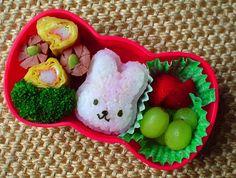 Simple and cute HK bow bento :) Kawaii Bento, Amazing Food Art, Somebunny Loves You, Hello Kitty Bow, Bento Box Lunch, Bento Kids, Holiday Snacks, Cute Food, Kid Friendly Meals