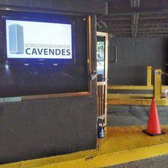 Las Carteleras Digitales informando oportunamente en el estacionamiento de CAVENDES- WWW.IMVINET.COM