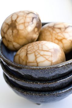 Tea eggs, I ate these a lot for breakfast in Taiwan Egg Recipes, Asian Recipes, Cooking Recipes, Plum Sauce, Chinese Tea, Chinese Food, Tea Eggs, Easter Weekend, Time To Eat
