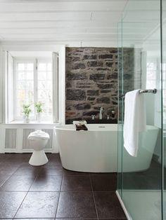 Une salle de bain néo-rustique