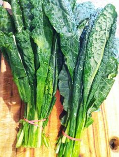"""Kale is being called """"the new beef"""", """"the queen of greens"""" and """"a nutritional powerhouse."""" Here are some great benefits of adding more kale to your diet! #kale #benefits"""
