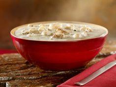 El Clam Chowder, o crema de almejas, es una receta típica del Noreste de Estados Unidos. Se prepara con papas, almejas, leche y tocino. ¡Deliciosa para un día de frío!