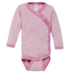 Omslagsbody, ull/silke: Body i omslagsmodell med trykknapper. Materialet er 70% ren, økologisk merinoull blandet med 30% silke som gjør den vidunderlig myk mot sart babyhud. Fra Nøstebarn.