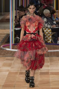 Alexander McQueen Spring 2018 Ready-to-Wear Fashion Show Collection