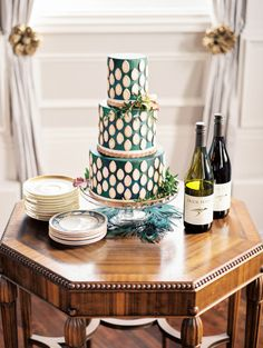 Green wedding cake: http://www.stylemepretty.com/oregon-weddings/portland/2015/07/02/jewel-tone-wedding-inspiration-at-the-old-schoolhouse/ | Photography: Gabriela Ines - http://gabriela-ines.com/