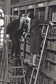 beijando entre os livros...
