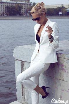 white#elegant#gril#cigarette#headdress#