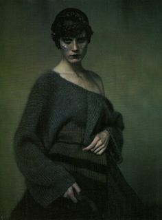 yohjilookbooklife:  untitledblogproject:  Yohji Yamamoto A/W 1998 by Paolo Roversi  Welcome to the lookbook life, fengshuitamere.