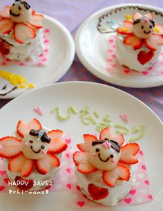 Doll Festival Biscuit cake... I like the sakura strawberries, but not the faces Girl's Day Doll's Festival ひな祭り
