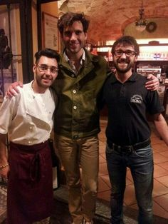 Mika in Italy Apr 2014 with 2 restaurant workers