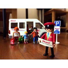 #playmobil #플레이모빌 #호텔버스 똥글이땜에 산 hotel bus 이제 스포츠카는 엄마에게 양보요망. #귀엽다기사님 #조립하면서또한번디테일에감탄 #사실버스도너에게주고싶지않다아들 #관세만아니면장바구니더찢었을것을