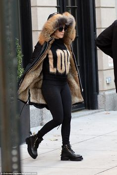 Jennifer Lopez wearing Givenchy Knitted Mohair and Wool Blend Sweater, Buscemi Site Lace-Up Bootsin Black and Nicole Benisti Mid Length Parka Black Winter Coat, Hooded Winter Coat, Casual Dress Outfits, Winter Outfits, Cute Outfits, Summer Outfits, Winter Wear, Autumn Winter Fashion, Jennifer Lopez News