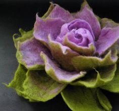 Lavendel und Apfelgrün Filz Brosche von Brigite auf Etsy, $22.00