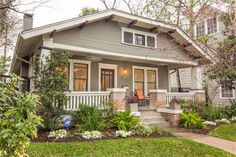 I love these bungalow style homes Bungalow Landscaping, Bungalow Exterior, Craftsman Exterior, Bungalow Homes, Craftsman Style Homes, Craftsman Bungalows, Interior Exterior, Cottage Homes, Craftsman Kitchen
