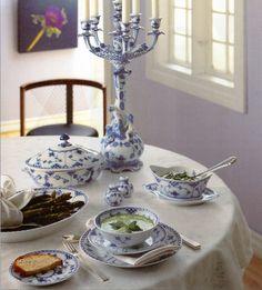 Royal Copenhagen: Blue Fluted, Full Lace Tabletop setting