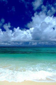 Χ Island Okinawa, Japan.where my relatives live ugh need to visit again asap!where my relatives live ugh need to visit again asap! Most Beautiful Beaches, Beautiful Places, Costa, Japan Beach, Skier, Okinawa Japan, Kyoto Japan, Photos Voyages, Am Meer