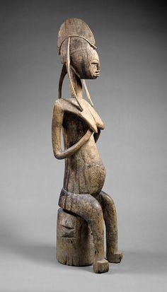 Sentado figura femenina