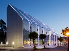 Exterior facade light. Linear light. Continuous perimeter linear light. Baltic Palace Hotel. Sloping glass façade.