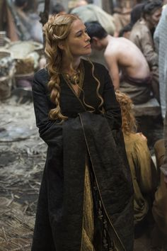 game of thrones Cersei Lannister Costumes Game Of Thrones, Game Of Thrones Outfits, Game Of Thrones Cersei, Game Of Thrones Party, Game Of Throne Daenerys, Game Costumes, Costume Ideas, Game Of Thrones Poster, Game Of Thrones Quotes