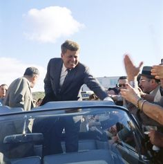 Senator John F. Kennedy campaigning in Indiana, October 5, 1960.❤❤❤ ❤❤❤❤❤❤❤   http://www.jfklibrary.org/JFK/JFK-in-History/Campaign-of-1960.aspx