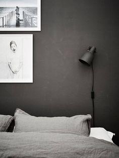 Scandinavian bedroom design, cozy bedroom with black wall Home Bedroom, Modern Bedroom, Bedroom Decor, Bedroom Wall, Trendy Bedroom, Bedroom Colors, Bedroom Ideas, Master Bedroom, Wall Decor