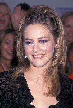 Lo to Jennifer Aniston, These Hairstyles Need to Come Back - Alyssa Nogales - From J.Lo to Jennifer Aniston, These Hairstyles Need to Come Back From J.Lo to Jennifer Aniston, These Hairstyles Need to Come Back - Jennifer Aniston, Jennifer Lopez, 2000s Hairstyles, Cool Hairstyles, Female Hairstyles, 90s Grunge Hair, Style Année 90, Aesthetic Hair, Retro Aesthetic
