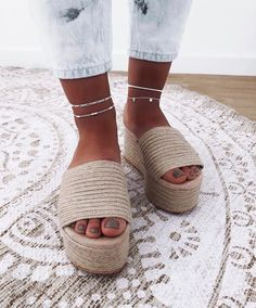 10 Brilliant Adorable DIY Anklets for Beachwear Pakistani Fashion Party Wear, Anklet Designs, Beautiful Sandals, Long Boots, En Stock, Sock Shoes, Anklets, Girls Shoes, Me Too Shoes