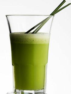 Um sumo super verde que é uma estrela para a nossa saúde. Ingredientes: Maça, limão, pepino, couve, gengibre. Prove e vai ver a proeza que é.